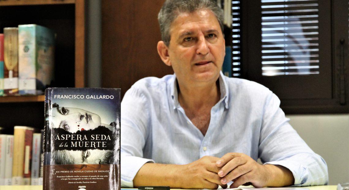 Francisco Gallardo presenta en la Feria del Libro de Écija su 'Áspera seda de la muerte'