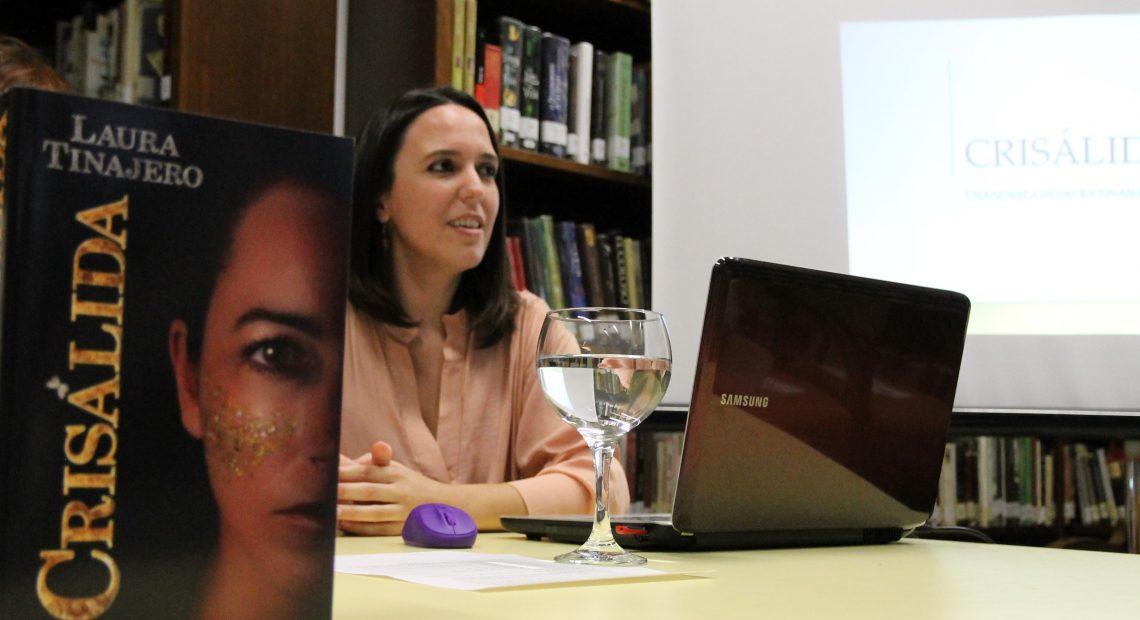 Papel y Tinta presenta en Écija la 'Crisálida' de Laura Tinajero